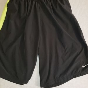 Nike sz. Xl black/green mens running shorts
